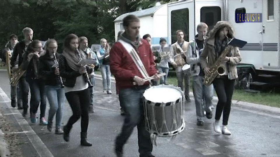 Vorschaubild für Jugendmusik lernt marschieren